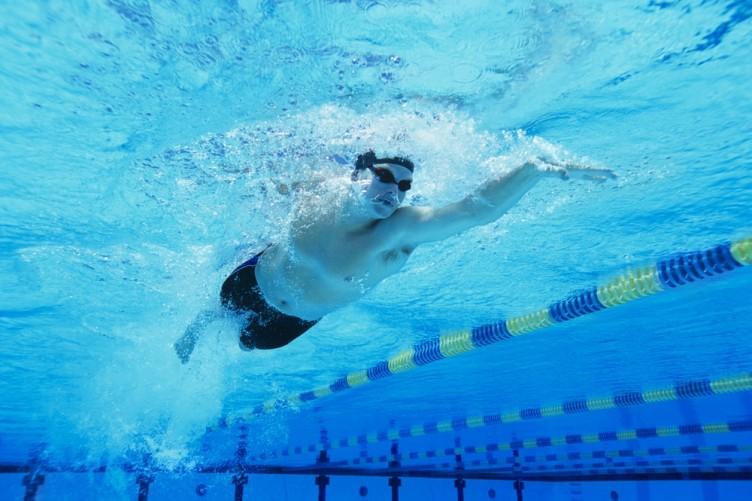 man-swimming-752x501